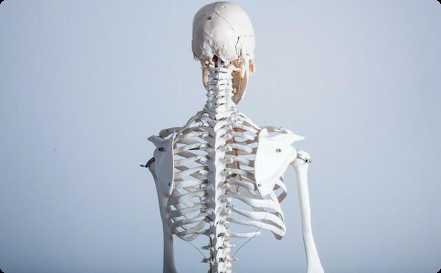 私「思い切って手術受けたいんだけど!」夫「却下。リハビリで済むならいいじゃん。完治までに何ヶ月もかかるなんて...」私「…」