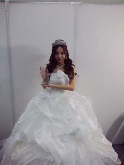 板野友美、2010年ベストウエディングドレッサー賞を受賞