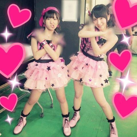 ピンクのアイドル衣装の大島涼花