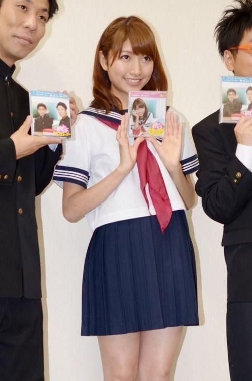 三田友梨佳 太もも2