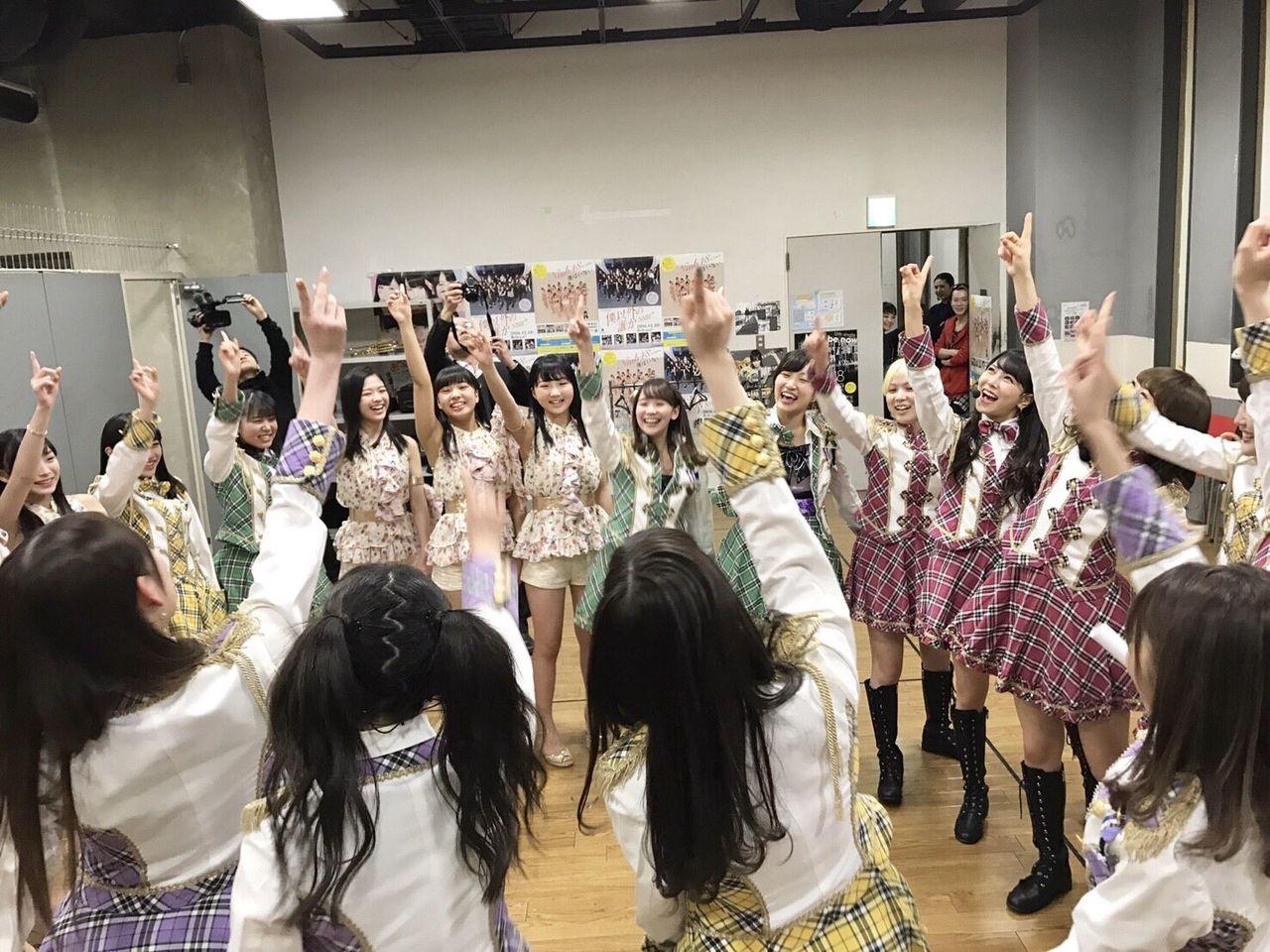 【NMB48】チームMの円陣に微笑むダンスの先生wwwwwwwww