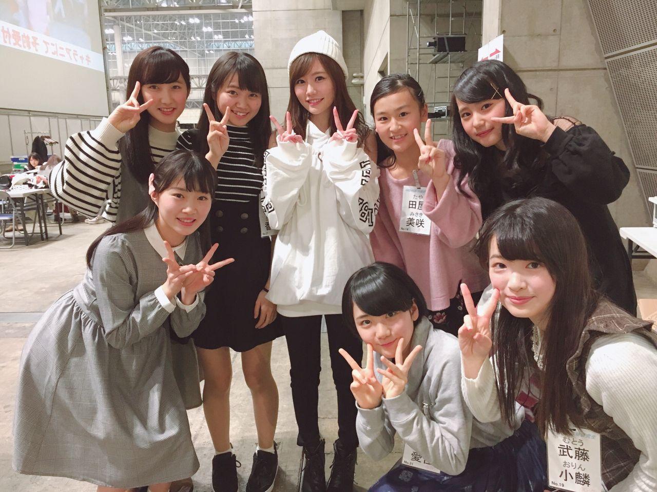 【朗報】AKB48込山榛香さん、16期に格の違いを見せつける
