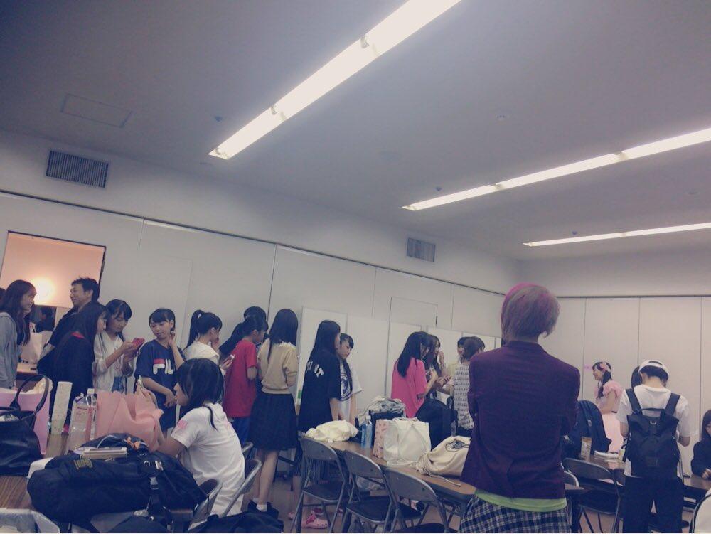 【渡辺美優紀卒業コンサート】みるきー写メ会に並ぶメンバーwwwww