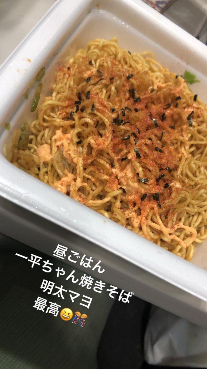 【速報】AKBメンバーのケータリングがカップ焼きそば!!