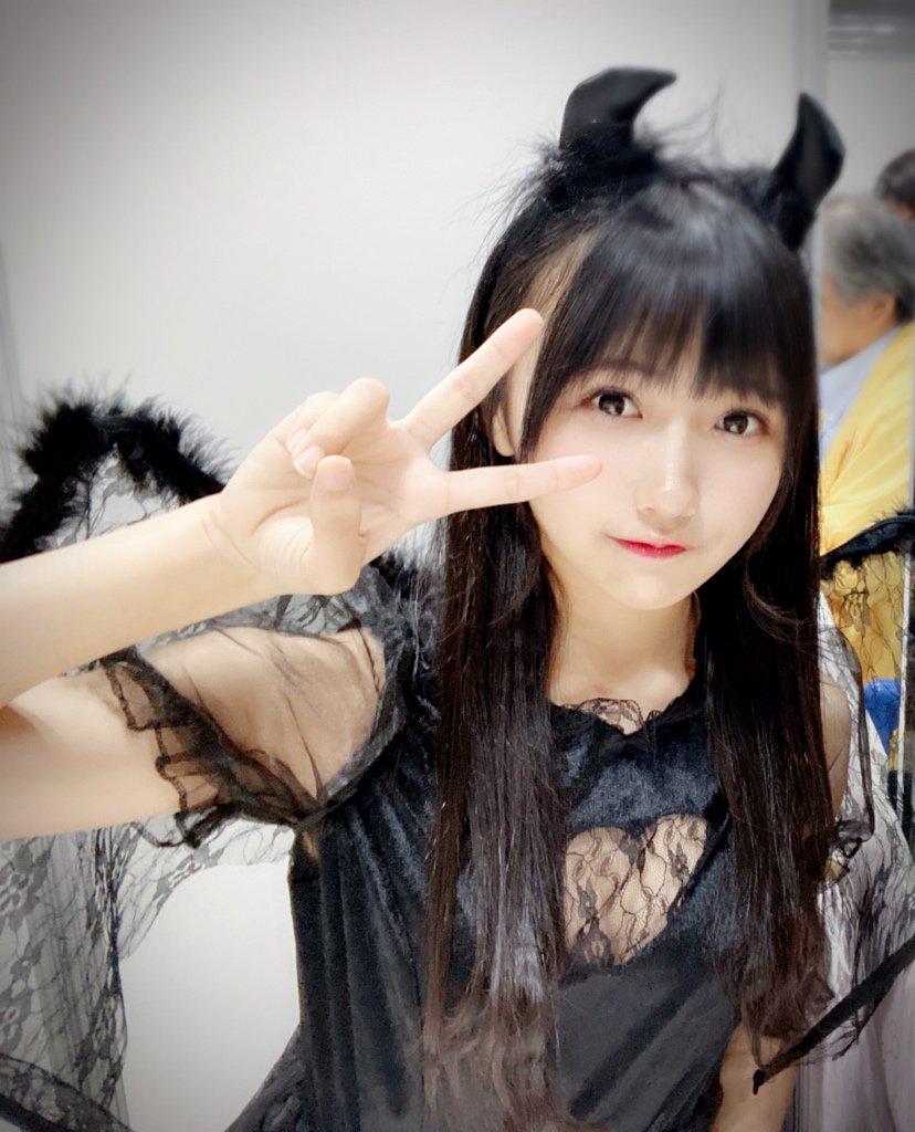 【悲報】握手会に透け透け衣装で参加したSTU48メンバー(16)、無事炎上