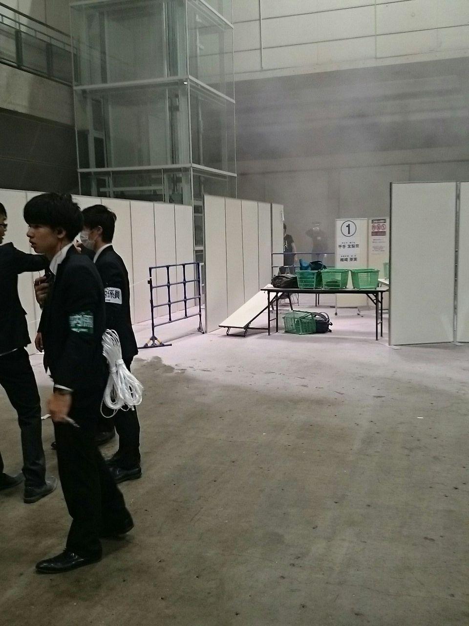 【悲報】欅坂46 握手会で発煙筒に点火。逮捕男ナイフも所持【動画】