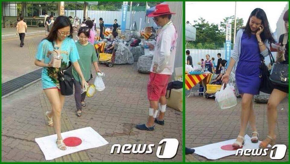 韓国甚 日本国旗踏みつけ
