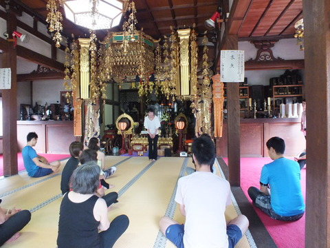 お寺でYoga2