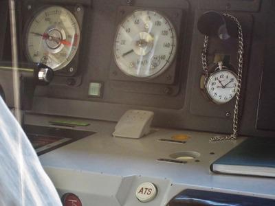 なぜ、一部の鉄道車両だけに装備(実装)された時計( …