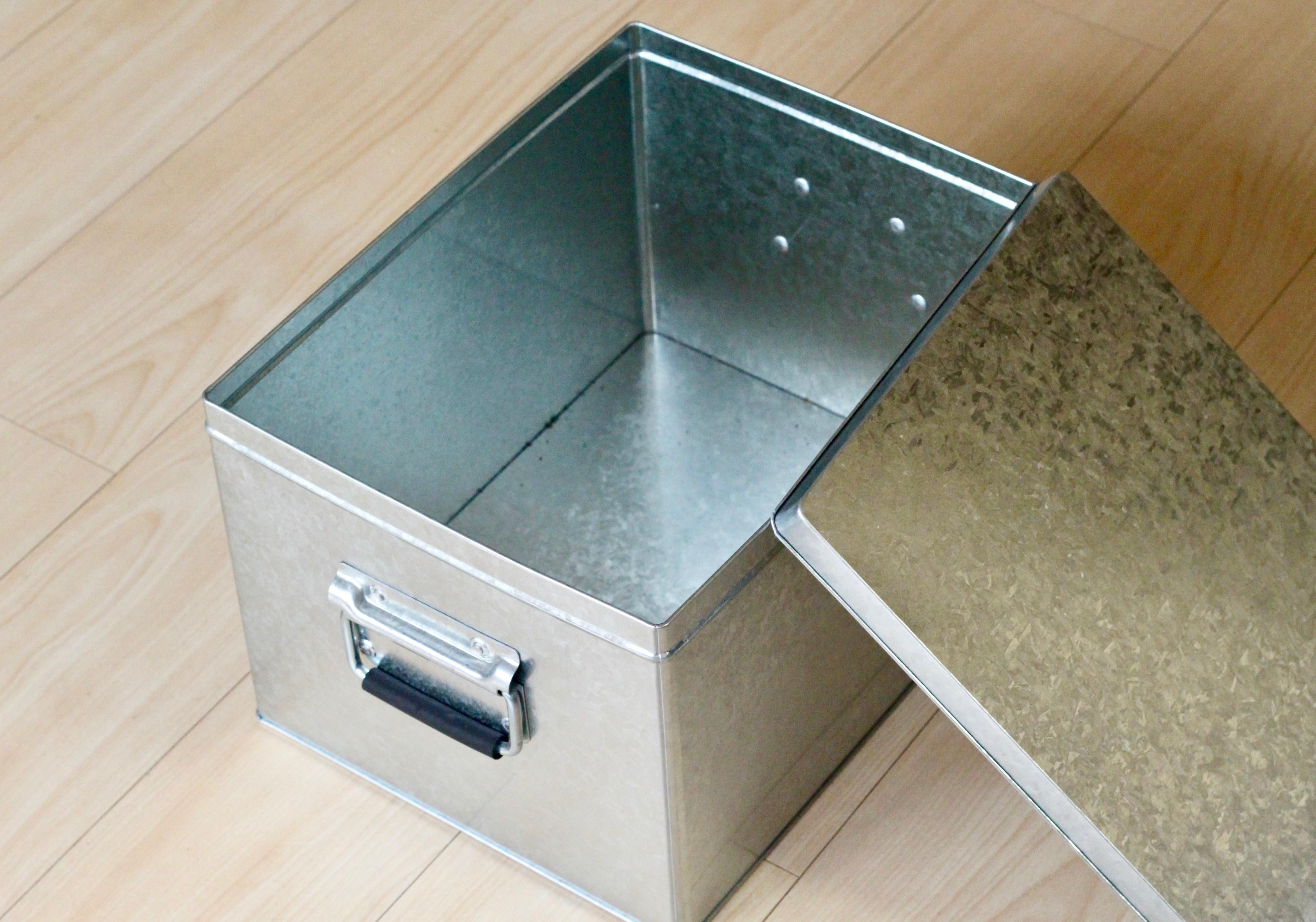 ちなみに「トタンボックス(小)」の場合はちょうど3kg程度の炭が保管できます。