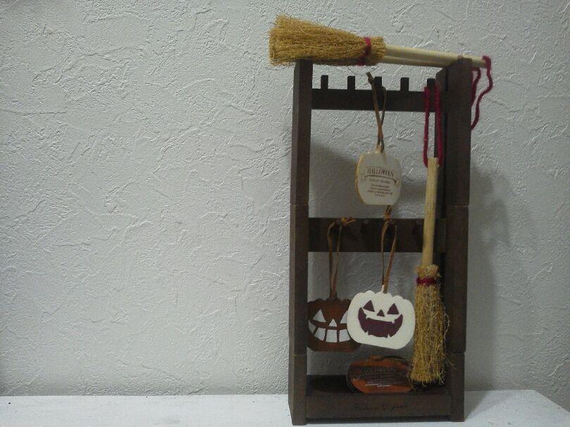 セリア 木製アクセサリースタンドに。