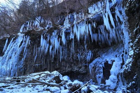 氷の神殿、魅惑のスッカン沢!