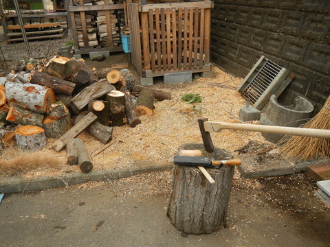 来冬のための薪づくり(薪割り作業№1)