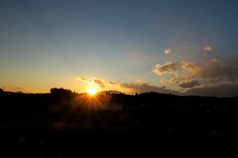 日没間近の夕焼け散歩(夕日の見える丘にて!)