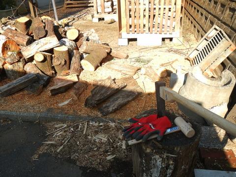 来冬のための薪づくり(薪割り作業№2)