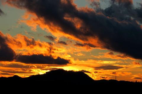 夕焼け散歩(夕日の見える丘にて!)
