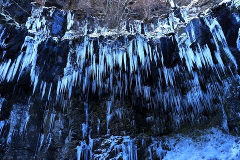 冷たきブルーの氷の世界!(スッカン沢の大氷柱群)