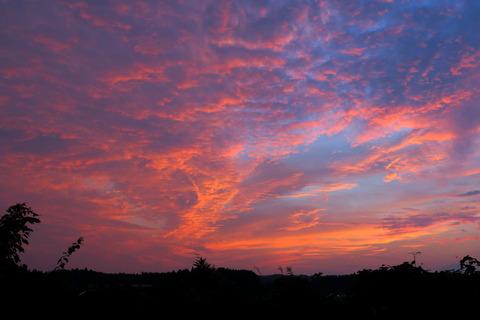 夕焼け散歩:劇的な夕焼けと出会う。(R02.10.03)