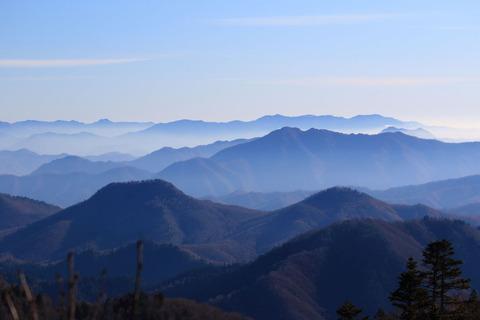 冬枯れの森はお天気良好、会津駒ケ岳(*^^)v