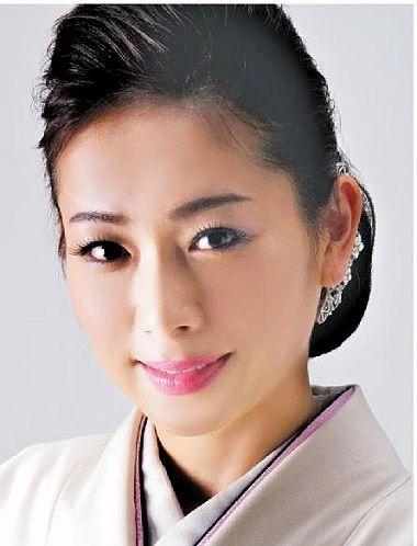 美貌と艶やかな美声が人気(演歌歌手の「愛海」さん) : 日本の原風景