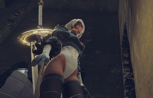 『ニーア オートマタ』スカートが爆破して女の子のパンツが丸見えの状態になれる!のサムネイル画像