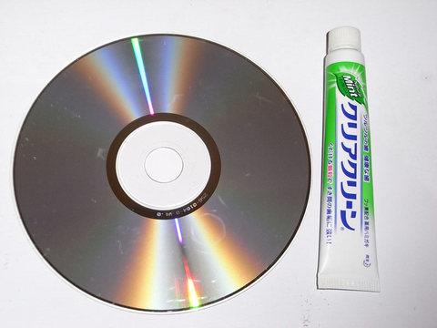 傷ついたCD・DVDが歯磨き粉で復活!?