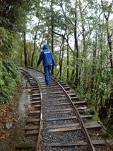 その者、青き衣をまといて、錆色のレールに降り立つべし