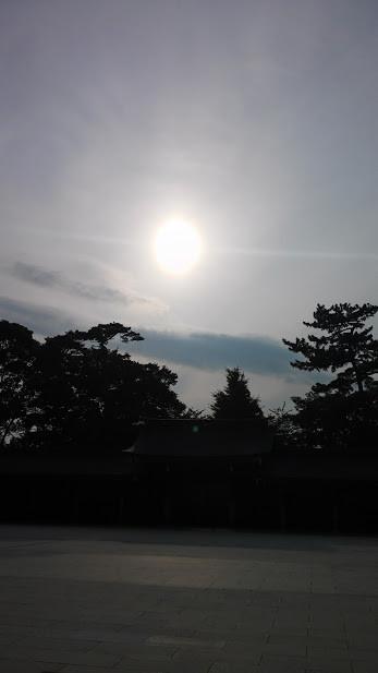 20150622寒川神社境内より、夏至の太陽