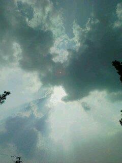 松秀寺、弁天池上空で一瞬の天体ショー