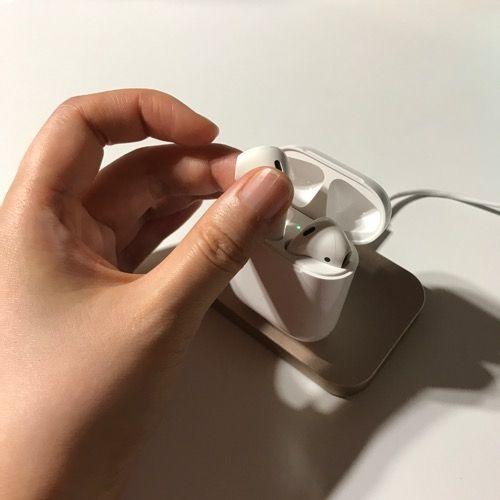 iPhone充電スタンドAirPods乗せた写真2