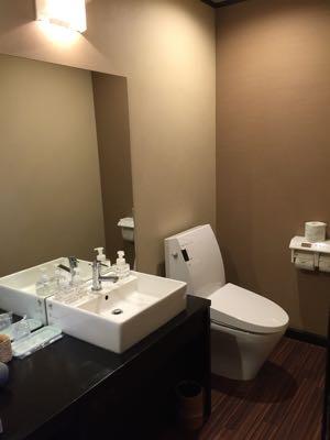 ロンギングハウストイレ写真