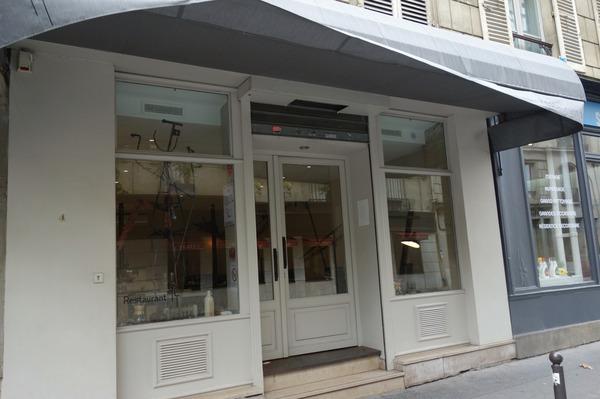 AT_Paris_entrance