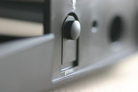 プラスチック部品 ボタン