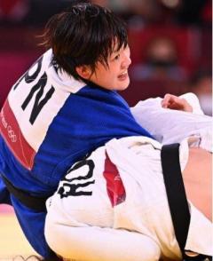 新井千鶴が金メダル 柔道女子70キロ級 日本勢2大会連続