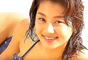 AV熱望、小池栄子!巨乳が揺れるビキニの水着がエロすぎるイメージビデオ・・・
