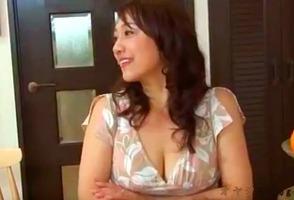 嫁の母、近藤郁美!むっちりとした五十路の義母と嫁に内緒でハメまくり・・・