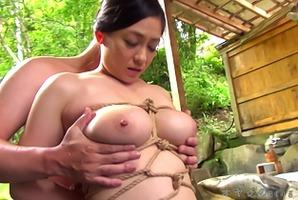 巨乳人妻、児玉るみ!混浴で緊縛されてのイラマチオに
