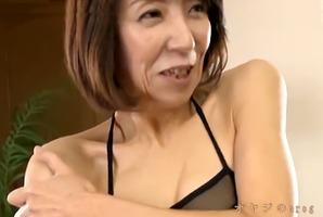 カワイイおばさん、宮崎恵美子53歳!スレンダー熟女は意外に巨乳で・・・