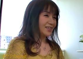 55歳パイパン人妻、浜崎真実!エッチが大好きなおばさんがAVデビュー・・・