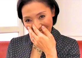 47歳、澤田翔子!真面目な熟女が五十路を前に緊張しながらAVデビュー・・・