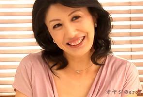 初撮り五十路人妻、篠田有里!チャーミングな笑顔の奥様がAVデビュー