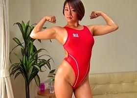筋肉女子、堀越なぎさ!ハイレグ競泳水着を食い込ませエッチなストレッチから・・・
