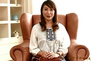初撮り熟女、谷川ゆう子!センズリ見つめて美熟女