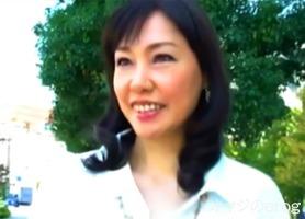 初撮り熟女、福田由貴!美乳に黒乳首がセクシーな清楚な五十路人妻が・・・