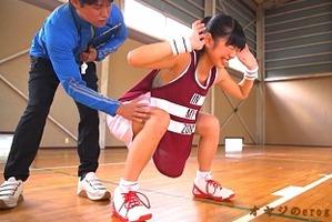 巨乳アスリート、桐谷まつり!バスケットボールよりデカイ胸、セクハラコーチ