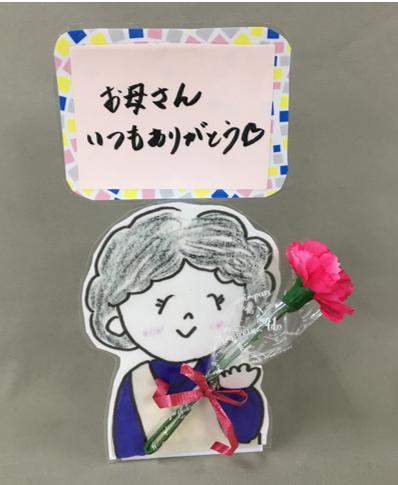 花束持ったお母さん