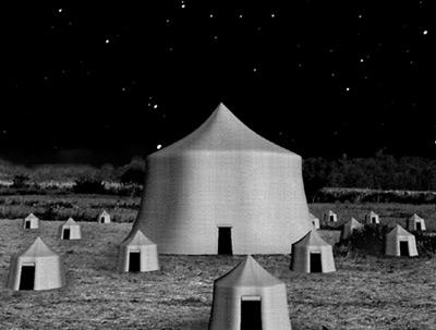 背景:魔女のテント夜