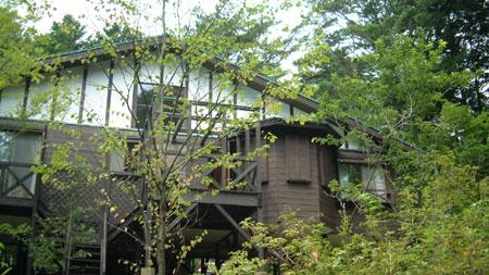 女銃鹿の家