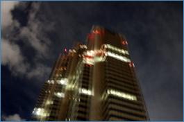 ビルで地震発生