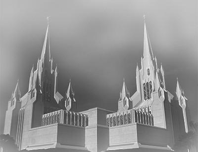 霧の中の教会